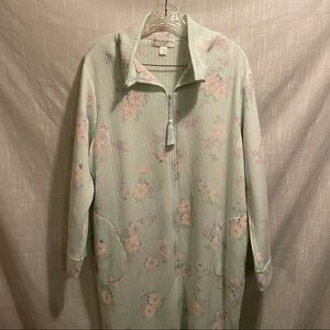 Miss Elaine robe/house coat